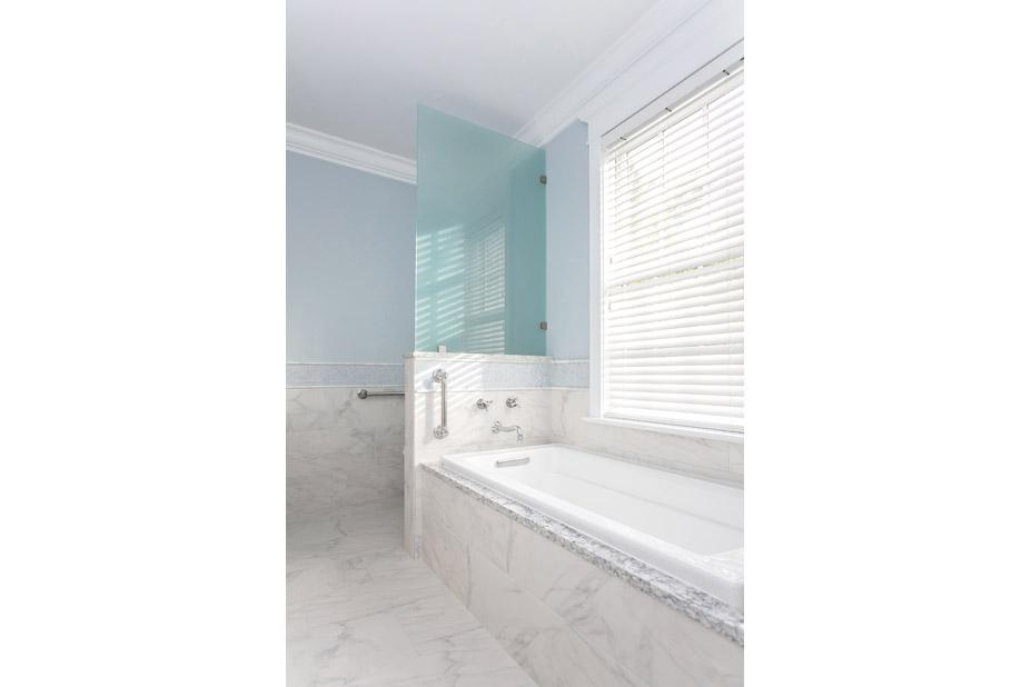 grab bars @ bathtub & shower